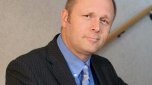 e-Therapeutics CEO steps down