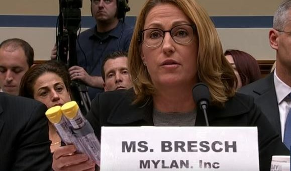 Mylan recalls pricey US EpiPens, but cheaper version