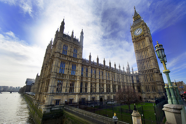 Lords defy government with post-Brexit guarantee for EU nationals