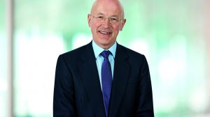 GSK's chairman Sir Philip Hampton steps down