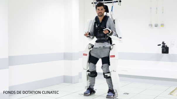 Mind-controlled exoskeleton suit allows paralysed man to walk